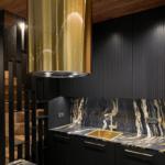 jasno złoty okap w kuchni globalo